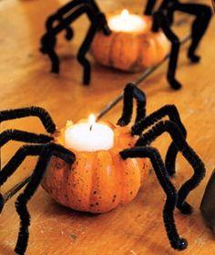 #TuFiestaTip -Porta velas de araña hechas de limpia pipas, calabazas y velas para este halloween