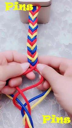 DIY Awesome Bracelet Tying Guide!! - crafts for kids - Diy Bracelets Video, Yarn Bracelets, Diy Friendship Bracelets Patterns, Bracelet Crafts, Diy Friendship Bracelets Step By Step, Embroidery Thread Bracelets, Parachute Cord Bracelets, Embroidery Floss Crafts, Macrame Bracelet Diy