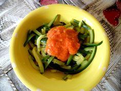 Tagliatelle di zucchine con salsa al pomodoro