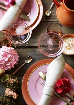 orange + pink table setting #decor #styling #tablesetting