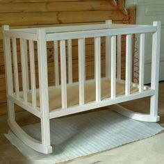 Кроватка из дерева для новорожденного -лучшее решение, ведь в ней сочетаются природная красота и естественность, абсолютная экологичность и безопасность. Подарите малышу сладкий сон, а вашей семье счастливые часы пребывания в обществе друг друга.