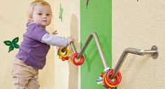 para estimular el equilibrio del bebé Great idea for an infant toddler climbing bar!Great idea for an infant toddler climbing bar! Toddler Play, Baby Play, Baby Toys, Toddler Climbing, Sensory Wall, Home Daycare, Church Nursery, Indoor Playground, Natural Playground