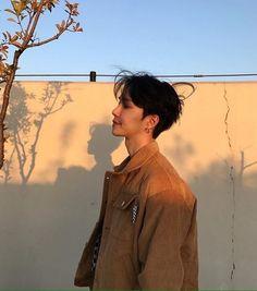 why haven't I posted a guy here yet? Korean Boys Ulzzang, Cute Korean Boys, Ulzzang Couple, Ulzzang Boy, Korean Men, Asian Boys, Korean Girl, Park Seul, Poses