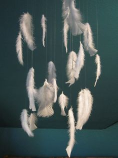 I have a hideous ceiling fixture and this would cover it nicely and bring more whimsy (if that& possible) to my bedroom! Feather Mobile, Feather Art, Bird Feathers, Feather Garland, Diy And Crafts, Crafts For Kids, Arts And Crafts, Angel Theme, Angel Crafts