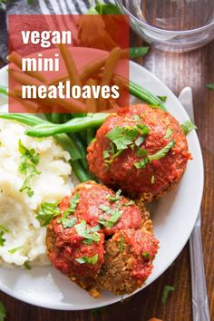 meatloaf muffins made from. These single serving mini meatloaves are totally vegan, pretty darn easy to make, and packed with zesty Italian flavors. Whip up a batch tonight and serve with your favorite sides for a delicious vegetarian dinner. Vegan Dinner Recipes, Delicious Vegan Recipes, Veggie Recipes, Whole Food Recipes, Cooking Recipes, Healthy Recipes, Healthy Eats, Italian Recipes, Tasty