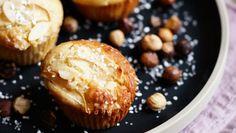 Smagen af æble og hasselnødder klæder hinanden perfekt i denne opskrift på muffins. God bagelyst