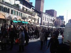Gli evacuati di piazza Erbe