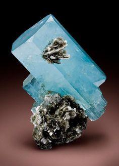 Aquamarine Crystals on Muscovite