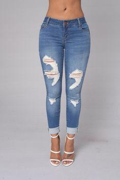 - Available in Light, Medium and Dark Wash - 5 Pocket Design - Super Light Wash - Destroyed - Skinny Leg - 98% Cotton 2% Spandex