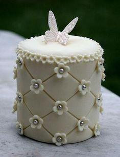 Mini Cake for dessert. Mini Wedding Cakes, Fondant Wedding Cakes, Wedding Cupcakes, Fondant Cakes, Cupcake Cakes, Fondant Rose, Fondant Toppers, Gorgeous Cakes, Pretty Cakes