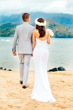 Totally gorgeous lace wedding dress for this lovely #beach ceremony.