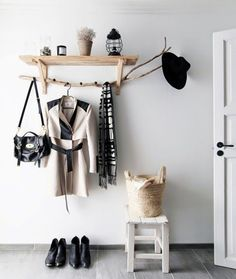 One of many examples of creative ideas that you can actually build is a hat rack. Take a look at these DIY hat rack ideas! Hallway Inspiration, Interior Design Inspiration, Hallway Ideas, Contemporary Hallway, Modern Contemporary, Diy Hat Rack, Halls, Small Hallways, House Entrance