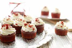 Red velvet is veel meer dan een smakelijke cake met een chocoladesmaak die rood getint is. Het is de meest prachtige cake aller tijden en vol van smaak. Heb al een aantal varianten gedeeld van de red…