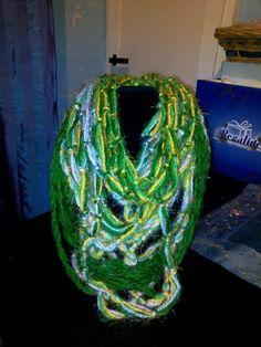 collana    o sciarpa   fatta a mano  tiene caldissimo    a 10 euro ....originale...