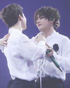 Vmin, Bts Song Lyrics, Bts Maknae Line, That One Person, Blackpink And Bts, V Taehyung, Fine Men, Foto Bts, Bts Boys