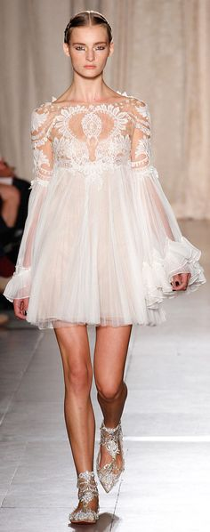 Celebrities who wear, use, or own Marchesa Spring 2013 RTW Lace Tulle Dress. Also discover the movies, TV shows, and events associated with Marchesa Spring 2013 RTW Lace Tulle Dress. Fashion Week, Fashion Art, Love Fashion, Runway Fashion, Fashion Show, Fashion Design, Review Fashion, Marchesa Fashion, Sweet Fashion