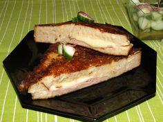 Francúzsky toast Gordon bleu s uhorkovým šalátom Ethnic Recipes, Food, Blue, Meal, Essen, Hoods, Meals, Eten