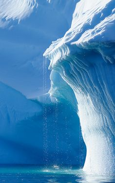 ✼ Iceberg ✼ Frozen Monster looks like it wants to eat another ship ✼