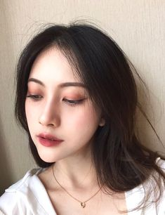 Korean makeup ideas: The components in styling products usually cause increase of hair oil. You might also check into buying conditioners or shampoos and other products intended for oily hair. Korean Makeup Tips, Korean Makeup Look, Korean Makeup Tutorials, Asian Makeup, Korean Beauty, Hd Make Up, Make Up Looks, Simple Eye Makeup, Natural Makeup