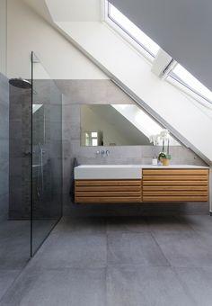 Badeværelse med store betonfliser