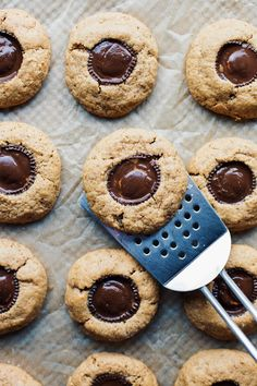 Rich in taste, irresistible in texture, and a sure crowd-pleasing dessert. Anyone and everyone will love these gluten free peanut butter cup cookies and never k Vegan Gluten Free Cookies, Gluten Free Peanut Butter, Köstliche Desserts, Delicious Desserts, Dessert Recipes, Healthy Cookie Recipes, Healthy Cookies, Easy Christmas Cookie Recipes, Christmas Desserts
