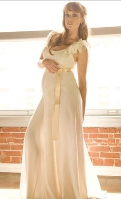 Capri Jewelers Arizona ~ www.caprijewelersaz.com Pregnant bride dress