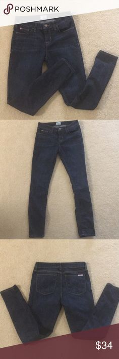 """Hudson Krista super skinny jeans EUC hudson Jeans.  Krista Super Skinny. Dark blue wash. Mid rise at 9"""", inseam 28.5"""". These are awesome AWESOME jeans, super flattering.  Worn only a handful of times by my now pregnant sister who seems to think I'm about 4 sizes smaller than I am 😂 Hudson Jeans Jeans Skinny"""