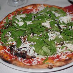 Pizza parmigiana e rucola @ Ristorante Pizzeria A Casa d'amici