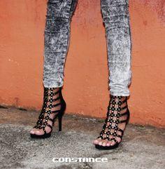 Sandália po-de-ro-sa para curtir o domingo com a maior presença. O que vocês acharam?  Compre aqui: http://self.shoes/sandaliapretaelos | Ref.: AMR4071750-S___002 | Preço: R$119,99