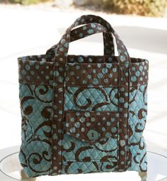 Tote bag sewn with quilted fabric. www.lifeatthecottage.com