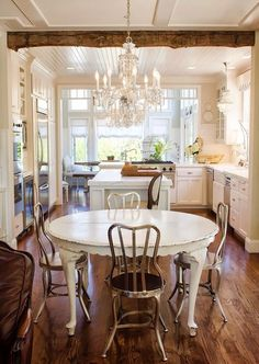 Love this shabby chic table! The chairs......not so much.