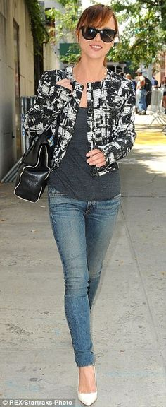 That makes up for it... The star toned down the loo of her #jacket with a tight pair of skinny #jeans