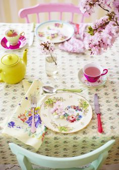 Decorate: Spring lunch | Inspiration @ Homes and Antiques