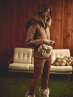 Fitted jacket with belt in caramel; slim flat front pants in caramel; Georgia Coyote fur bum bag in natural and Heather après-ski boots – meet our Snow 2015 collection