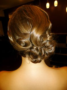 Old Hollywood Glam Up Style