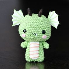 Little Green Dragon! tempted to make him in all kinds of different colors. So cute and free!