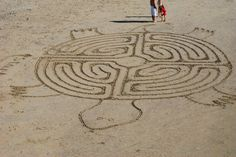 Beach labyrinth in the shape of a sea turtle. How inventive. Labyrinth Maze, Prayer Stations, Labrynth, In Natura, Turtle Love, Ancient Symbols, Sand Art, Amazing Maze, Stone