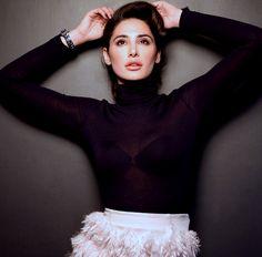 Hot Look Nargis Fakhri in Black Dress 2016 - Facebook Display Pictures | Youthkorner.com
