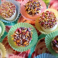 Bonfire Night has crept up on me!   Its such a colourful, fun celebration, I wanted to make a simple treat that reflected all the gorge...