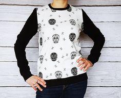 Sweat crâne, coton chaineblanc noir, blouse en coton aux squelettes, tetes : Chemises, blouses par atelier-mademoiselle-k