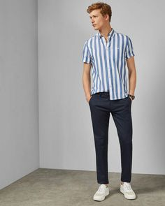 From casual chinos to smart classics, discover Ted Baker's collection of designer men's trousers. With slim, tailored, and regular options, find your fit. Street Style Trends, Stylish Men, Men Casual, Estilo Navy, Camisa Slim, Outfits Hombre, Slim Fit Trousers, Mens Trousers Casual, Trend Fashion