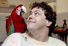 Jelly Bean, the macaw who shared the late Gary Sandberg's penchant for riding motorcycles, chomping pizzas and upstaging the Peoria City Council, has died. She was 19.