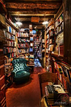 Pinner says, A beautiful book shop I visited in Paris. Shakespeare and Company, Paris via Visualist Images Photography If you love book and the nooks in which to read them, then the Shakespeare & Company bookstore in Paris, France is just what you need. Shakespeare And Company Paris, Dream Library, Cozy Library, Future Library, Library Room, Beautiful Library, Magical Library, Mini Library, Hogwarts Library