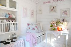 10 gode tips til deg som skal sette opp lekehus - Franciskas Vakre Verden Playhouse Decor, Playhouse Interior, Girls Playhouse, Childrens Playhouse, Backyard Playhouse, Build A Playhouse, Inside Playhouse, Playhouse Ideas, Cubby Houses