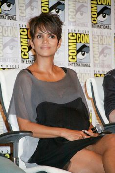 Halle Berry ditches signature spikes for new side-swept cut Pixie Cut With Long Bangs, Short Hair Cuts, Short Hair Styles, Pixie Cuts, Pixie Hairstyles, Pretty Hairstyles, Hairdos, Halle Berry Hot, Hale Berry