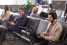 Lärm stört - im Büro ebenso wie unterwegs. Das Voyager Focus UC von Plantroncs ist das optimale Headset im Kampf gegen unliebsame Geräusche bei der Arbeit.