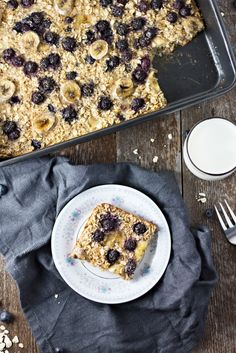 Blueberry Banana Baked Oatmeal! Looks SO good!