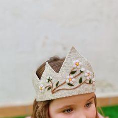 Diy Birthday Crown, Baby Boy Birthday, Felt Diy, Felt Crafts, Filles Alternatives, Fabric Crown, Crown For Kids, Corona Floral, Birthday Traditions