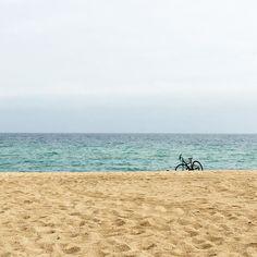Oggi tutto ha un colore particolare a Barcelona! Il mare la sabbia il cielo e la luce... Hoy todo tiene un color peculiar en Barcelona! El mar la arena el cielo y la luz... #mare #mar #sea #bcn #barcelona #autumn #autunno  #playa #spiaggia #beach