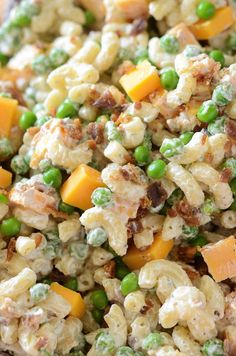 Bacon Ranch Pasta Salad: a quick, easy & creamy pasta salad with cheddar cheese, bacon, peas & ranch seasoning all tossed together for a great potluck dish! #Potluck #PastaSalad #SideDish